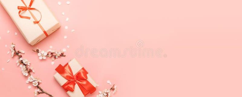 Dia de Valentim, dia de m?es, conceito do dia das mulheres Configura??o lisa, vista superior, espa?o da c?pia imagens de stock