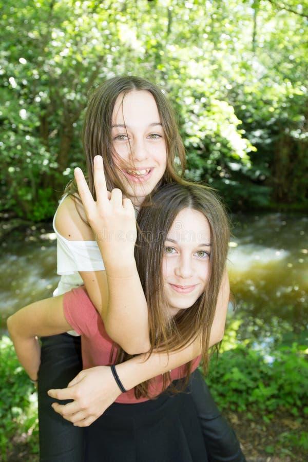 dia de verão do reboque da menina do adolescente fotografia de stock