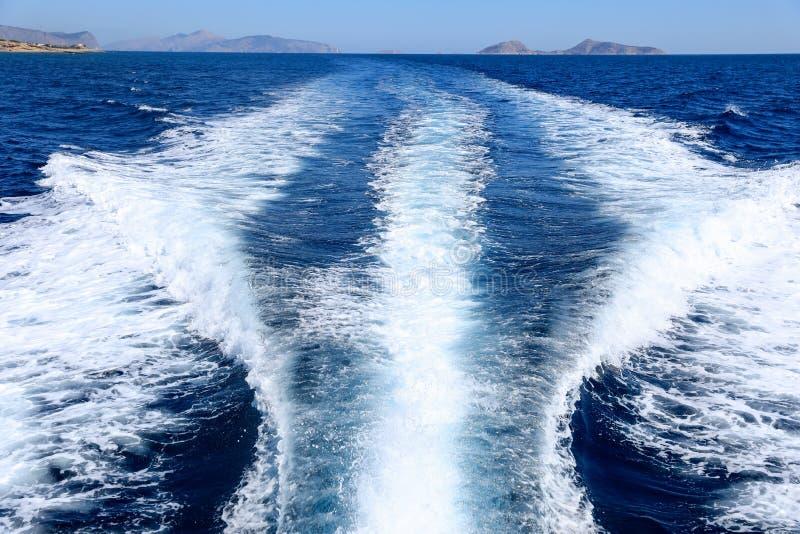 Dia de verão que viaja em um golfo de Saronic do iate, Grécia fotografia de stock royalty free