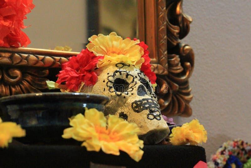 Dia do altar e das decorações inoperantes do crânio fotos de stock