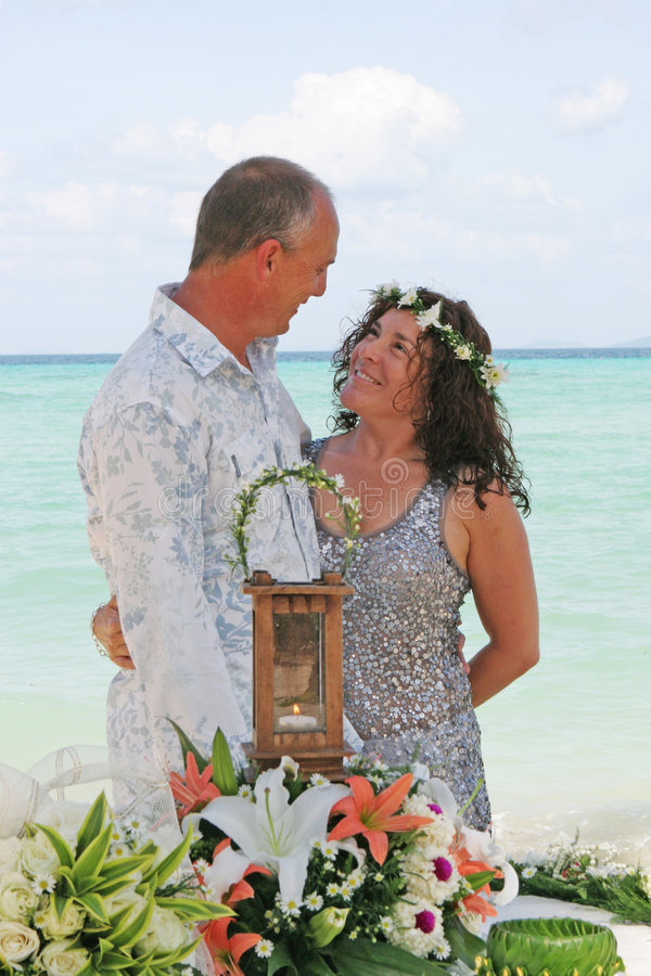 Dia do casamento na praia fotografia de stock royalty free