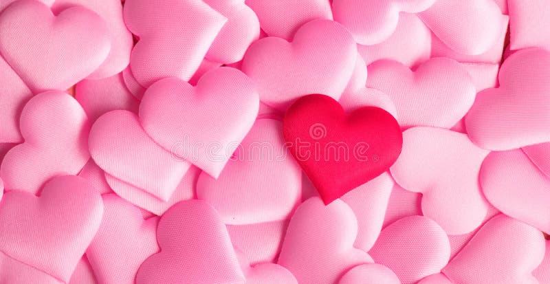 Dia do `s do Valentim Fundo do Valentim do rosa do sumário do feriado com corações do cetim Conceito do amor imagem de stock royalty free