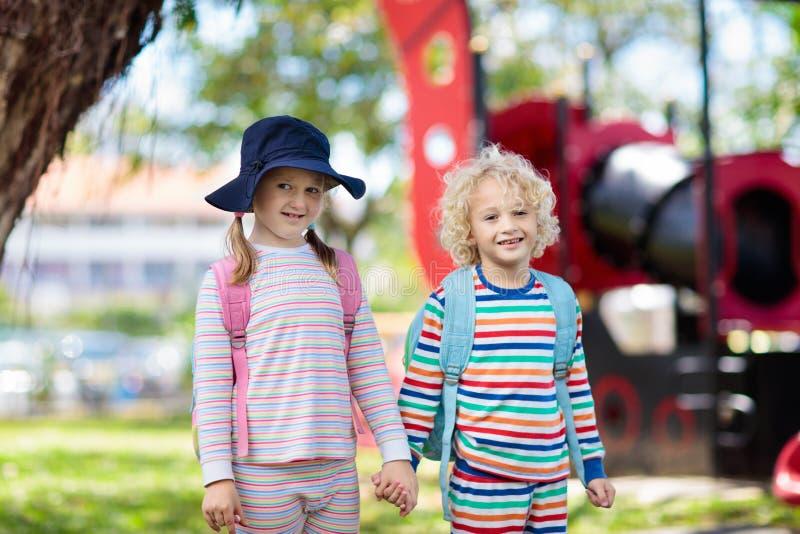 Dia dos pijamas na escola Crianças no pyjama no pré-escolar fotografia de stock