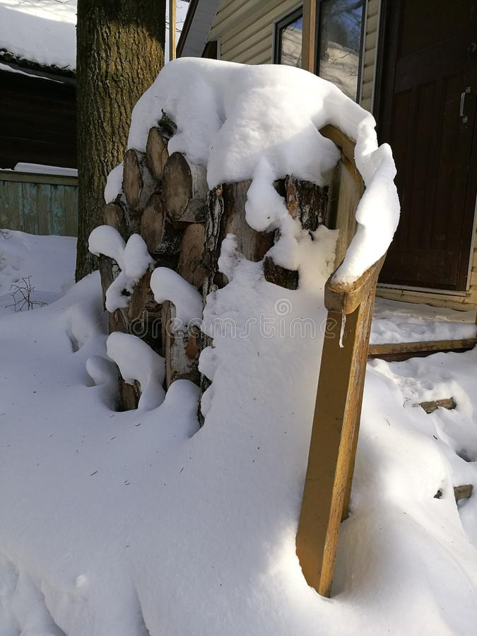 dia ensolarado após uma queda de neve foto de stock royalty free