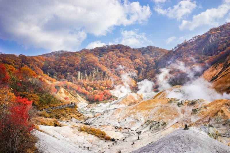 Dia ensolarado bonito em Noboribetsu Jigokudani ou em vale do inferno dentro foto de stock royalty free