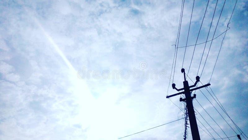 Dia ensolarado de céu azul fotos de stock royalty free