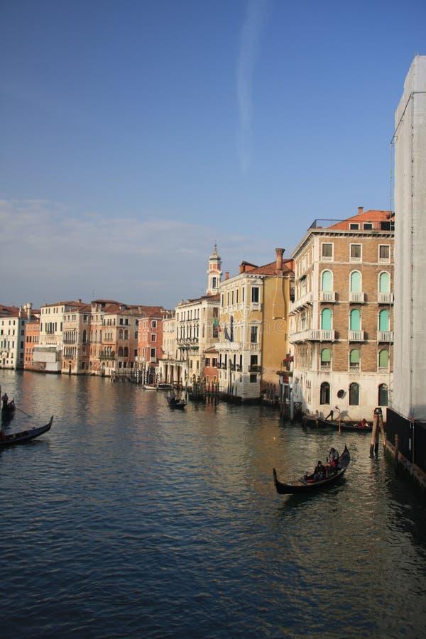 Dia ensolarado no canal grande, Vinice, Itália imagens de stock