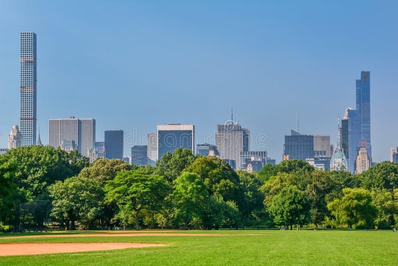 Dia ensolarado no Central Park, New York fotos de stock