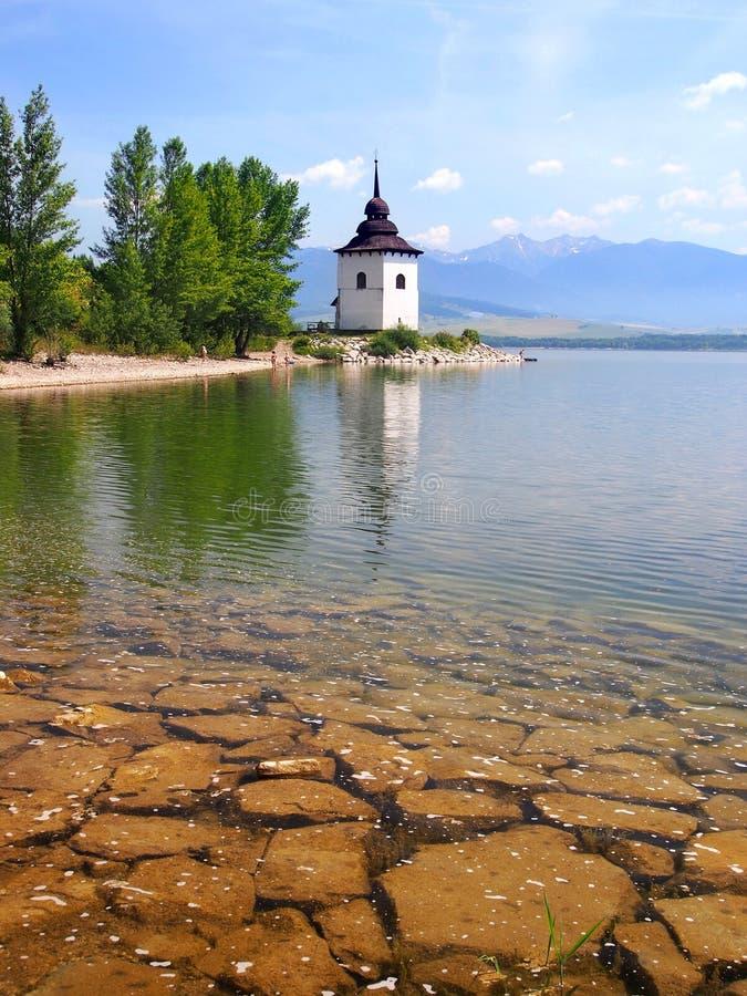 Dia ensolarado no lago Liptovska Mara, Eslováquia fotos de stock royalty free