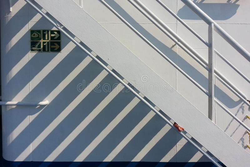 Dia ensolarado no navio fotografia de stock royalty free