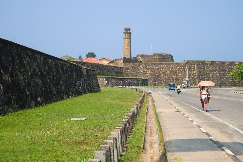 Dia ensolarado perto das paredes de uma antiga fortaleza holandesa, Sri Lanka fotografia de stock