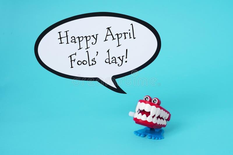 Dia feliz engraçado dos enganados da dentadura e do texto imagens de stock royalty free