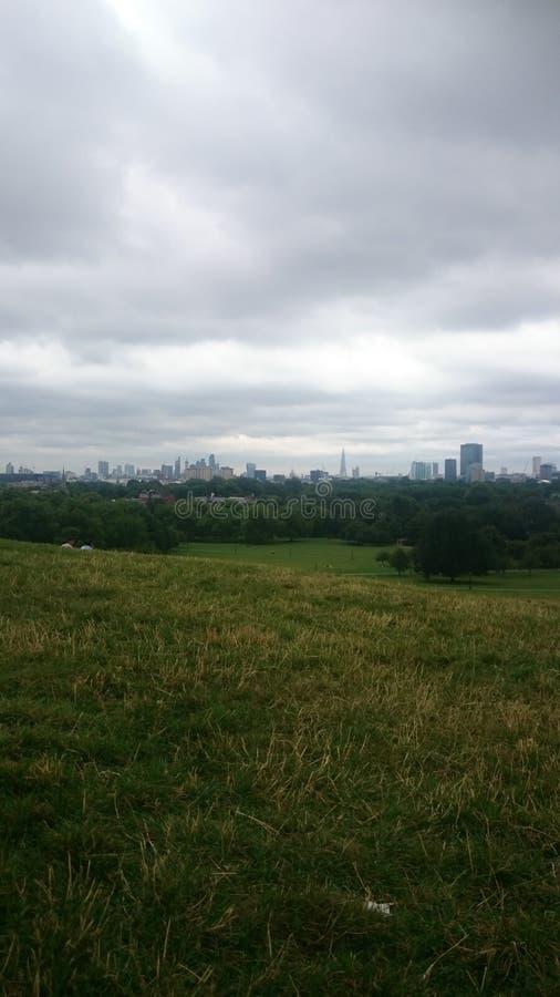 Dia nebuloso do monte da prímula de Londres imagens de stock royalty free