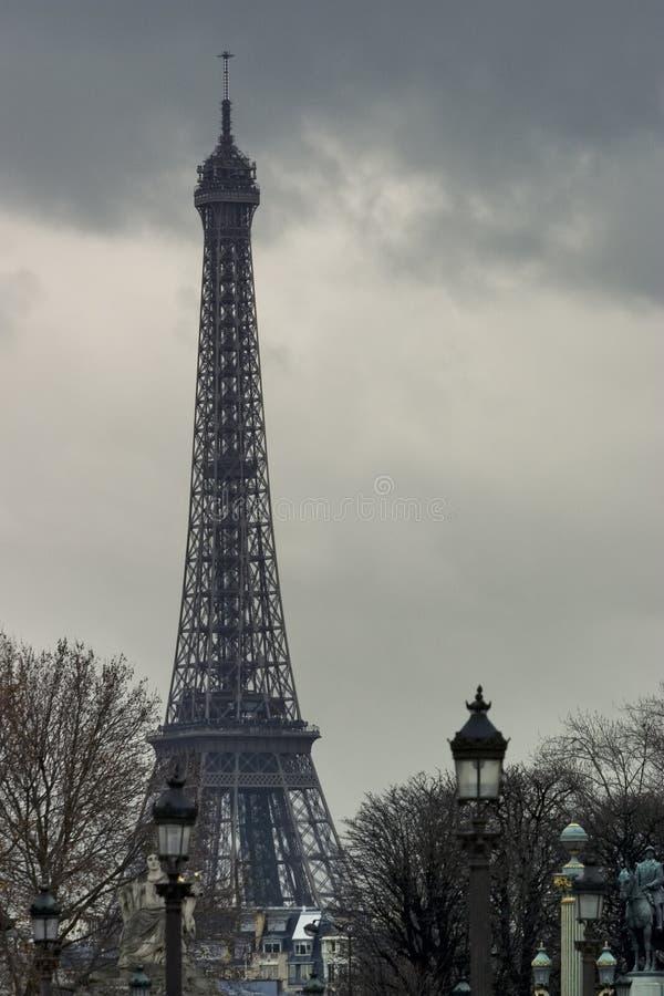 Dia nebuloso em Paris. foto de stock