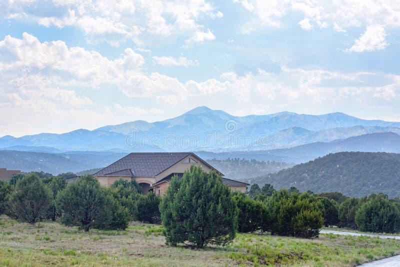 Dia nevado em montanhas de Ruidoso foto de stock