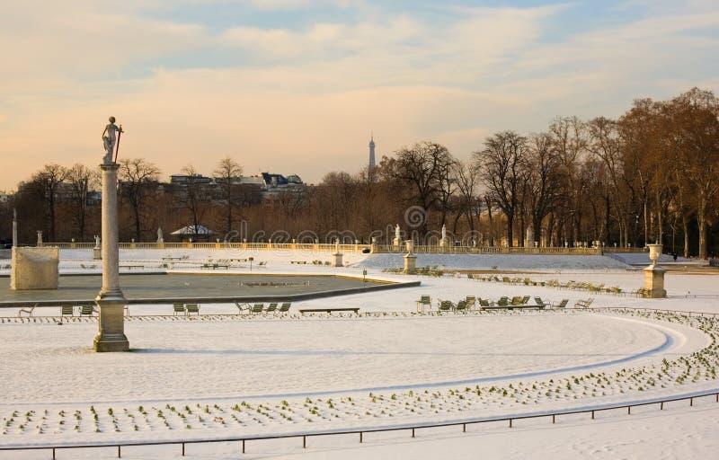 Dia nevado raro em Paris foto de stock royalty free
