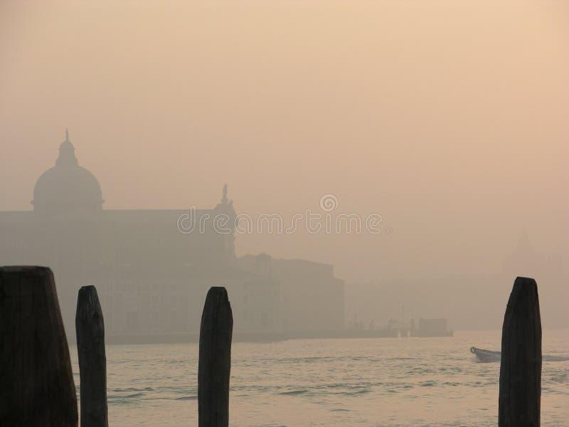 Dia nevoento em Veneza (S.Giorgio) fotos de stock royalty free