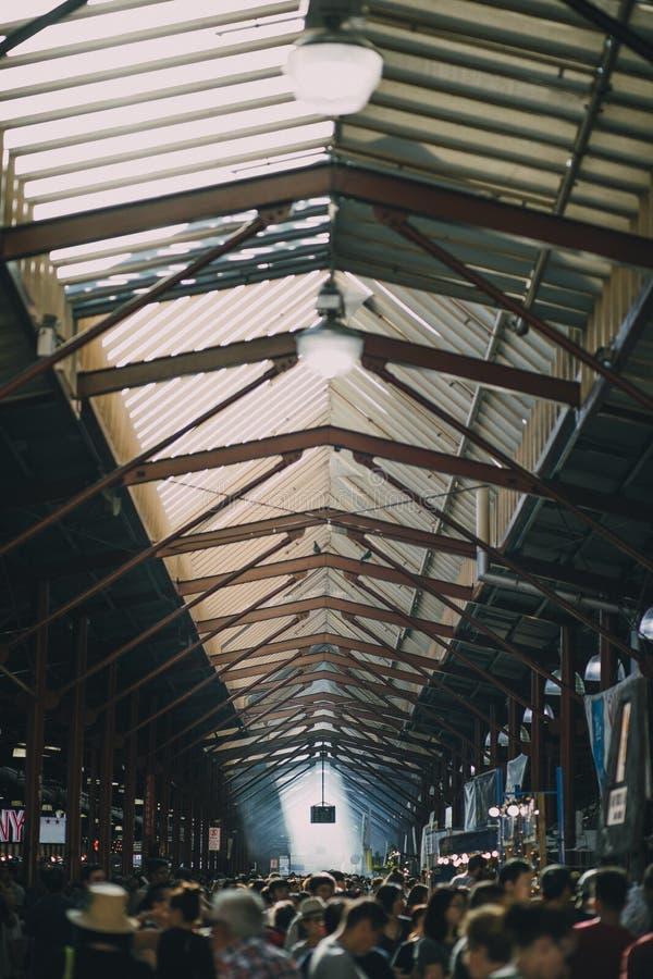 Dia ocupado na rainha Victoria Market foto de stock royalty free
