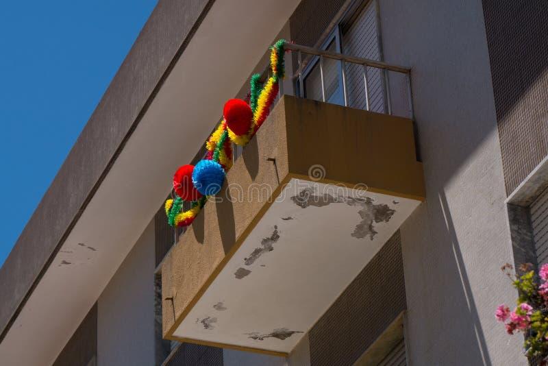 Dia Portugal de Saint - balcão decorado com festões fotos de stock