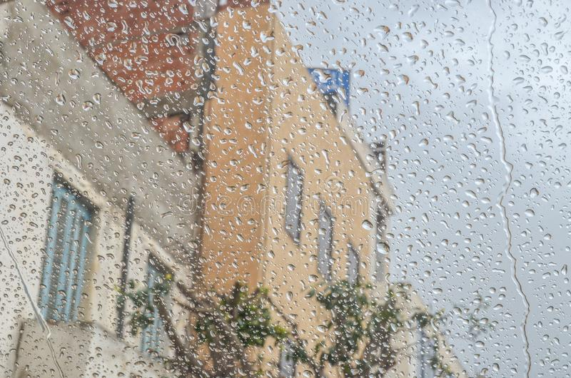 Dia que chove na cidade oran fotografia de stock