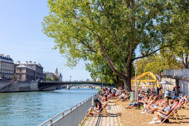 Dia quente do verão em Paris, França fotografia de stock royalty free