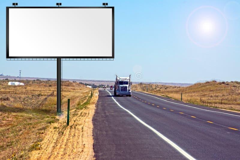 Dia quente na estrada de um estado a outro imagens de stock