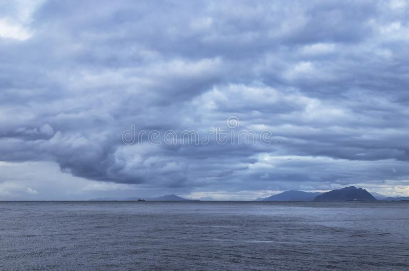 Dia tormentoso no Oceano Atlântico, Noruega imagens de stock royalty free