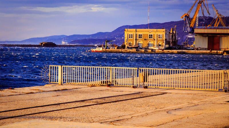 Dia ventoso na cidade de Trieste fotografia de stock royalty free