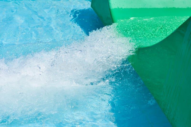 Dia voor het groene waterpark en zwembad Achtergrond van Aqua park stock afbeelding