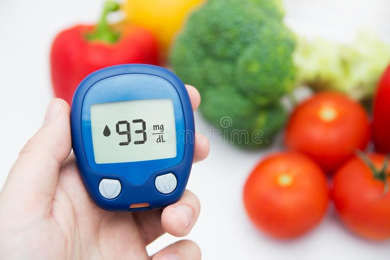 Diabète faisant l'essai de niveau de glucose. images libres de droits
