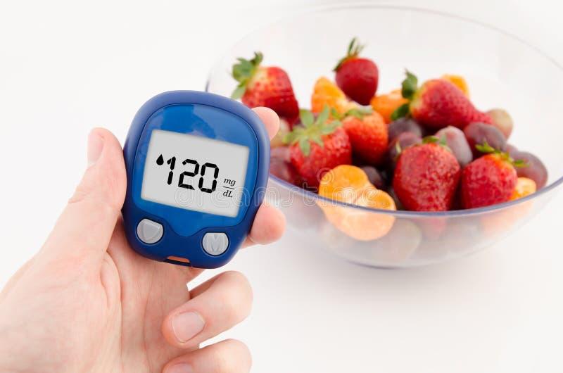 Diabète faisant l'essai de niveau de glucose photo libre de droits