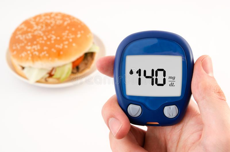 Diabète faisant l'essai de niveau de glucose photos stock