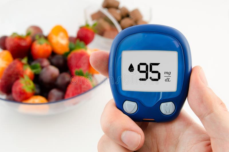 Diabète faisant l'essai de niveau de glucose photographie stock libre de droits