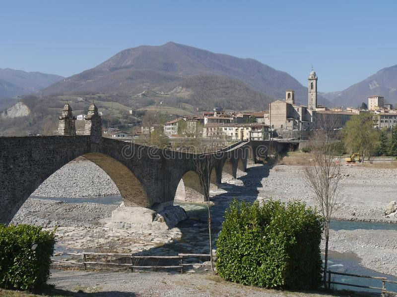Diab?a most w Bobbio obraz stock