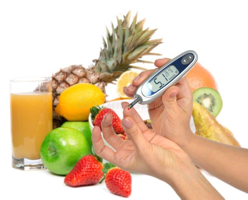 Diabetes diabetesconcept Het meten van het bloedonderzoek van het glucoseniveau royalty-vrije stock foto's