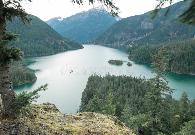 Diablo Lake en un día de la caída de la desatención fotografía de archivo libre de regalías