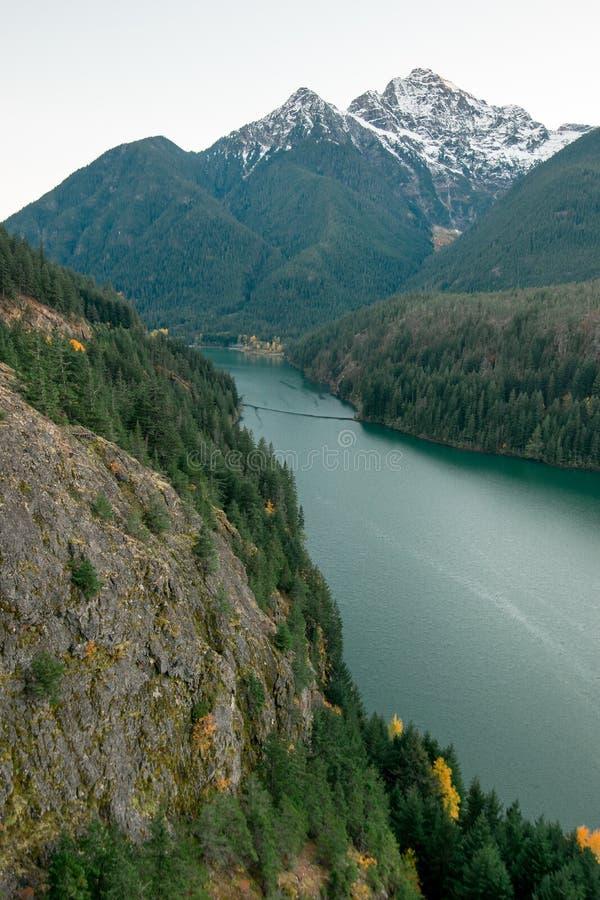 Diablo Lake según lo visto de una desatención fotos de archivo