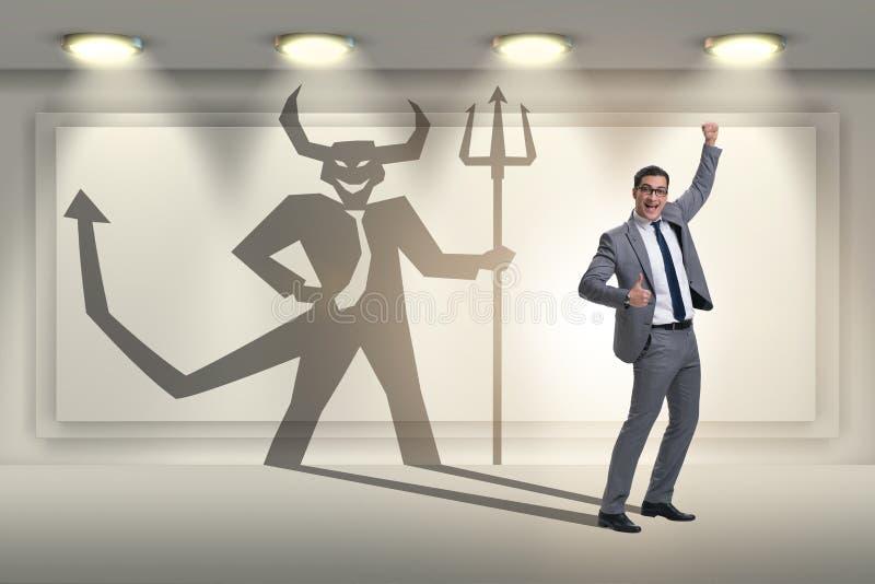 Diablo que oculta en el hombre de negocios - concepto del alter ego fotografía de archivo
