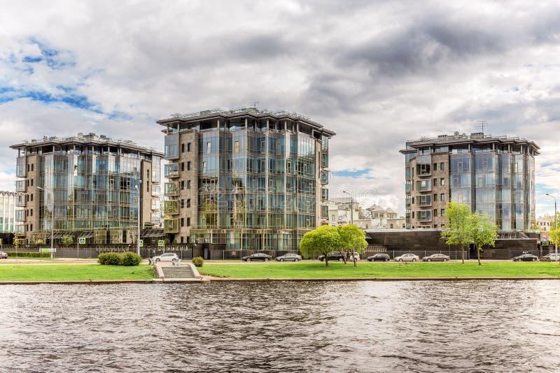 Diadema-Vereinsheim ist das komplexe Klassenwohnde der Auslese, das in St Petersburg luxe ist lizenzfreie stockfotografie