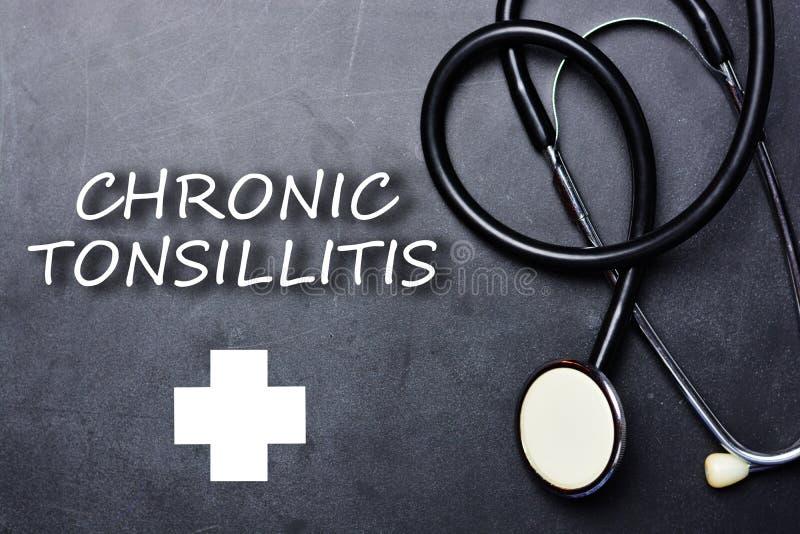 Diagnóstico crônico no quadro-negro com estetoscópio, conceito médico da amidalite fotos de stock