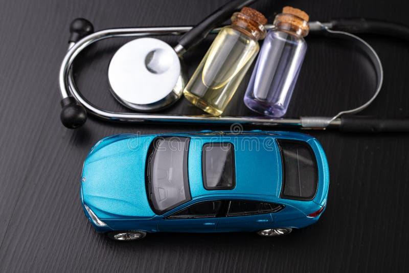 Diagnóstico de um automóvel de passageiros Reparo e pesquisa de defeitos em oficinas do carro imagem de stock