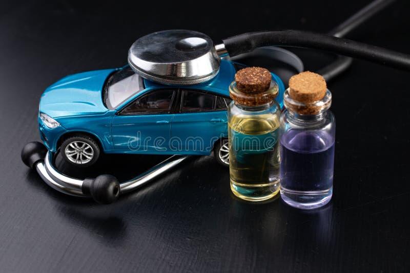 Diagnóstico de um automóvel de passageiros Reparo e pesquisa de defeitos em oficinas do carro foto de stock royalty free