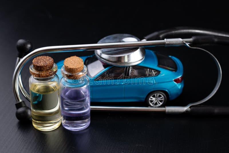 Diagnóstico de um automóvel de passageiros Reparo e pesquisa de defeitos em oficinas do carro fotografia de stock