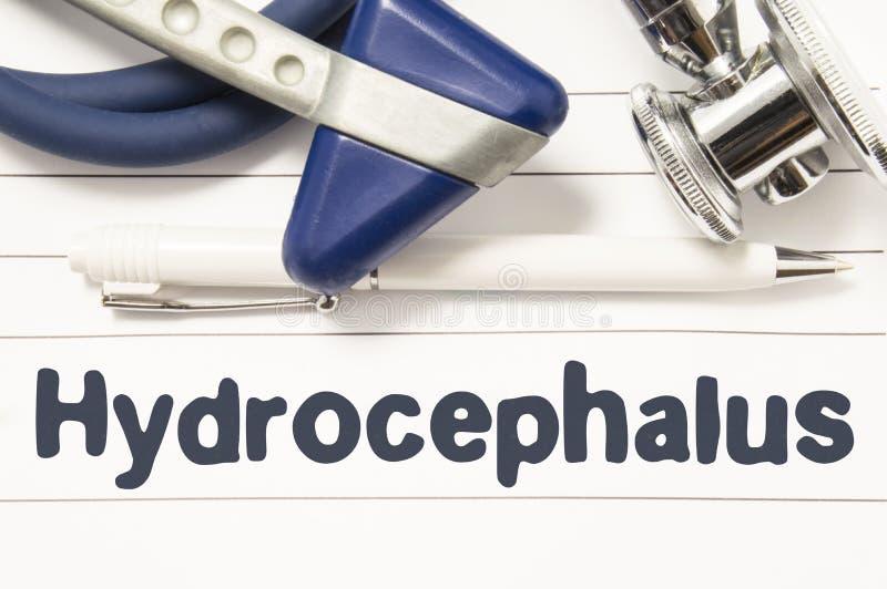 Diagnóstico do close up da hidrocefalia Guia médico do livro para o neurologista ou o oncologista do doutor com texto do título d fotos de stock