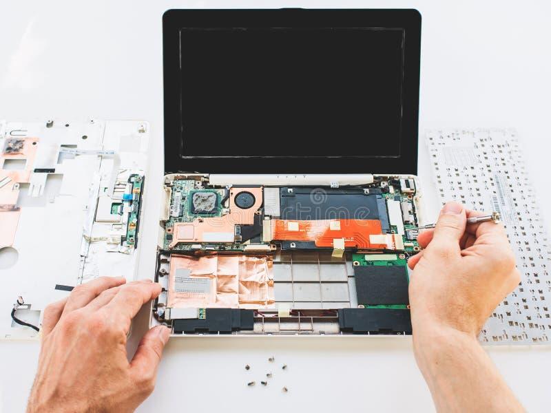 Diagnóstico do portátil da garantia da manutenção do computador imagem de stock