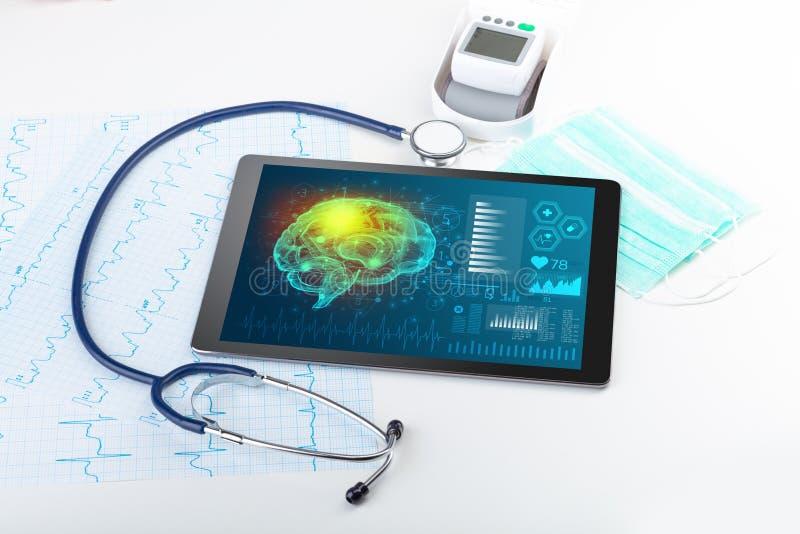 Diagnósticos na tabuleta com conceito da funcionalidade do cérebro ilustração royalty free