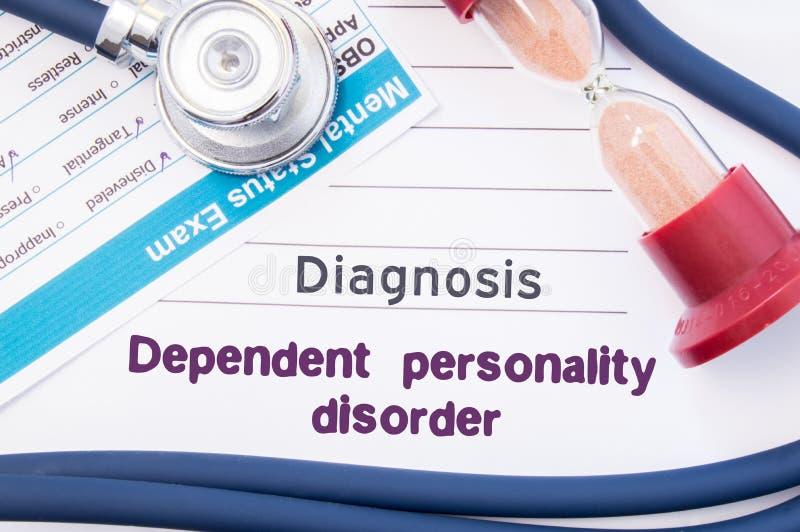 Diagnos av beroende personlighetsstörning DPD På psykiater eller psykolog är tabellen pappers- med inskriftanhöriget Perso fotografering för bildbyråer