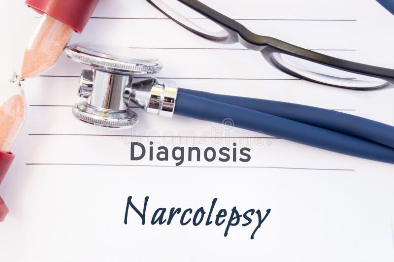 Diagnose Narcolepsy De psychiatrische diagnose Narcolepsy wordt geschreven op document, waarop stethoscoop en zandloper voor het  stock afbeeldingen