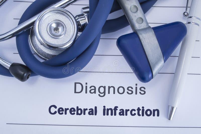 Diagnose van Herseninfarct Document medische geschiedenis met diagnose van Herseninfarct, waarbij leugen blauwe stethoscoop, neur royalty-vrije stock afbeeldingen