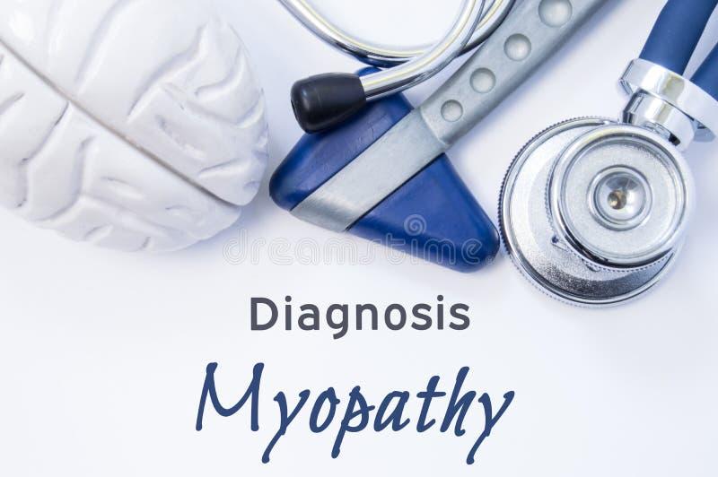 Diagnose van Myopathy Anatomisch hersenencijfer, neurologische hamer en stethoscoop die op blad van document of boek met de titel royalty-vrije stock foto's